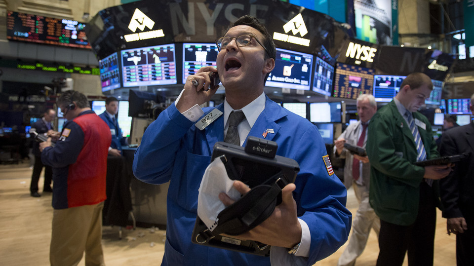 Dow Snaps 10-Day Rally as Consumer Confidence Declines